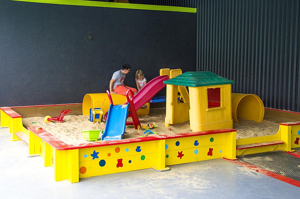 xxl sandkasten willkommen im springolino. Black Bedroom Furniture Sets. Home Design Ideas